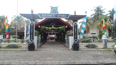 Gerbang masuk Anjungan Sulawesi Utara